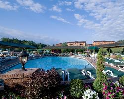 Villa Roma Resort Lodges from $43